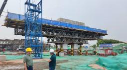 蓋梁澆築技術創新二龙可,魯航助力青島新機場高速連接線工程建設!